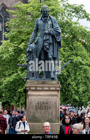 The statue of Adam Smith (1723-1790), Scottish philosopher and economist,looks down on pedestrians outside St Giles Cathedral in Edinburgh, Scotland. - Stock Image