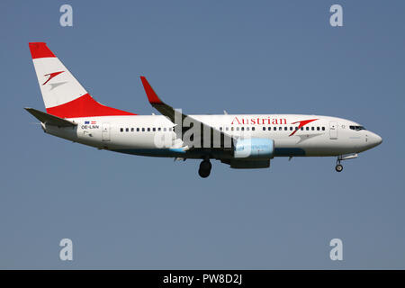 Austrian Airlines Boeing 737-700 with registration OE-LNN on short final for runway 14 of Zurich Airport. - Stock Image