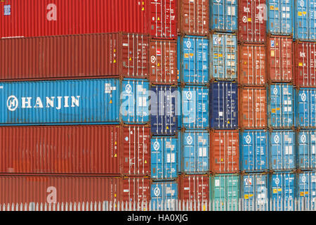 Stack of Hanjin shipping containers, side and end view - Stock Image