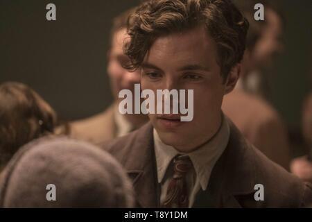 RED JOAN (2018)  TOM HUGHES  TREVOR NUNN (DIR)  IFC FILMS/MOVIESTORE COLLECTION LTD - Stock Image
