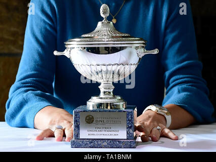 Czech tennis player Karolina Pliskova shows her trophy for victory of the Internazionali BNL d'Italia during a meeting with journalists in Prague, Czech Republic, on May 21, 2019. (CTK Photo/Roman  Vondrous) - Stock Image