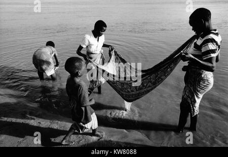 Floods in Mozambique March; The Save river, Mombabe is rich in fish and shrimp. People fishing with a cloth after - Stock Image