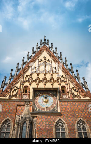 Wroclaw clock, view of the 1580 astronomical clock embedded in the eastern facade of the medieval Old Town Hall in the Market Square Wroclaw, Poland - Stock Image