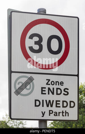 Bilingual street sign in English and Welsh indicating end of 20mph zone and beginning of 30mph zone or Diwedd y Parth Wrexham Wales June 2018 - Stock Image