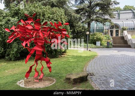 Modern sculpture near the Palm House, Palmengarten, a botanical garden located in Westend-Süd district, Frankfurt am Main, Hesse, Germany. - Stock Image