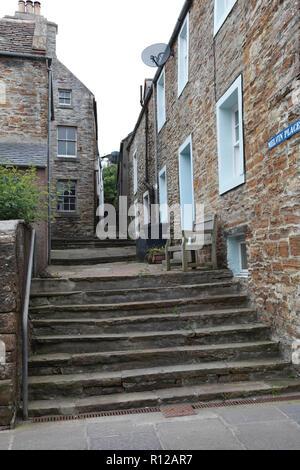 Steps between old sandstone houses in Stromness, Orkney, Scotland - Stock Image