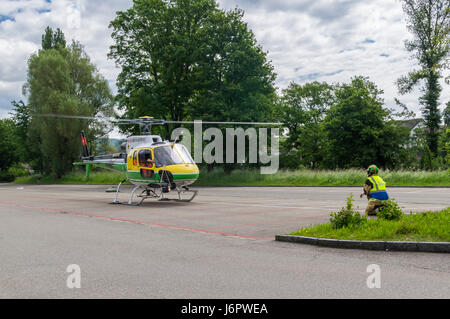 Aérospatiale/Eurocopter AS350 B3 'Écureuil' (Airbus Helicopters H125) landing on a parking lot. - Stock Image