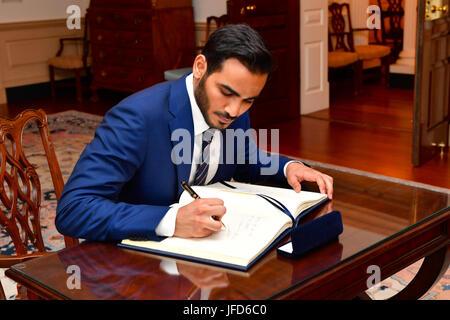 Qatari Secretary to the Emir for Investments Sheikh Mohammed bin Hamad bin Khalifa Al Thani signs U.S. Secretary - Stock Image