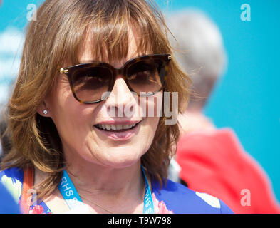 London, UK. 20th May, 2019.TV presenter Lorraine Kelly attends RHS Chelsea Flower Show Press Day which takes place before it officially opens tomorrow until Saturday 25th May. The world renowned flower show is a glamourous, fun and an educational day out which is attended by many celebrities. There are many gardens, floral displays, Marquees all set in the glorious grounds of The Royal Hospital Chelsea. Credit: Keith Larby/Alamy Live News - Stock Image