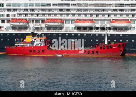The bunkering vessel Spiro F refuelling a cruise ship in Malta - Stock Image
