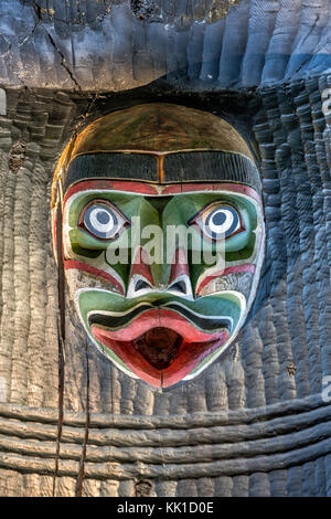 Head placed upside down at Kwakwaka'wakw Honouring Pole, 1999, Thunderbird Park, Victoria, Vancouver Island, - Stock Image