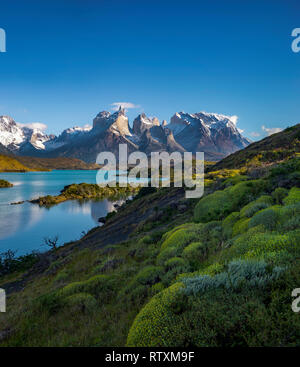 The Torres del Paine above Lago Nordenskjold. - Stock Image