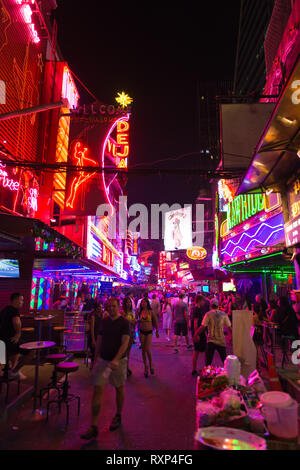 Sukhumvit - the Bangkok neon light district with night clubs, bars and sex shows - Stock Image