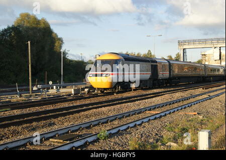 HST locomotive No.43185 departs Platform 3 of Swindon station in October 2016 branded in Intercity Swallow livery. - Stock Image