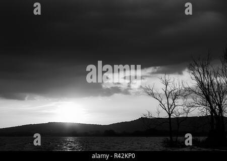 Trasimeno lake (Umbria, Italy) with big clouds at sunset. - Stock Image