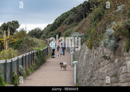 Bournemouth, Dorset, UK. 12th January 2019. People walking to the beach down a steep slope in Bournemouth. Credit: Thomas Faull/Alamy Live News - Stock Image