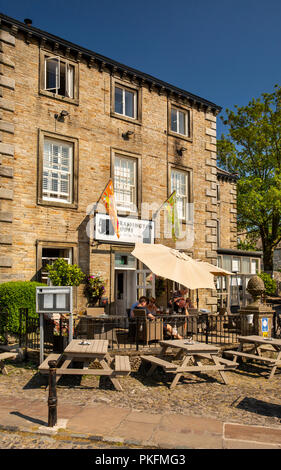 UK, Yorkshire, Wharfedale, Grassington, The Square, Grassington House, restaurant with rooms - Stock Image