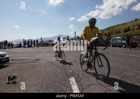 Cyclists and spectators fans waiting for the Professional Cyclists of the Tour de France. 18th July, 2018. Tour de France 2018 cycling stage 11 La Rosiere Rhone Alpes Savoie France Credit: Fabrizio Malisan/Alamy Live News - Stock Image