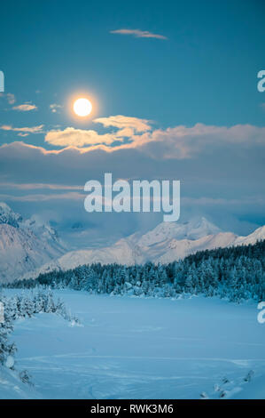 Scenic view of the Super Blood Moon before the eclipse over the Chugach Mountains in Turnagain Pass, South-central Alaska - Stock Image