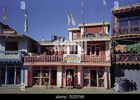 Hotel Mona Lisa and roof top restaurant in Ranipauwa village near Muktinath Annapurna circuit Nepal Himalayas with - Stock Image