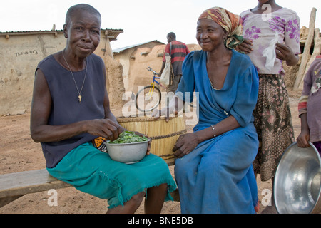 Lobi women preparing the evening meal, from Talawona, near Wechiau, Ghana. - Stock Image