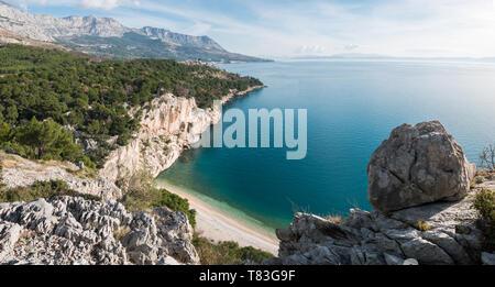 Panorama of scenic beach and sea landscape on Makarska riviera - Stock Image