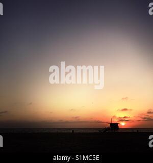 A lifeguard tower at sunset. Manhattan Beach, California USA. - Stock Image