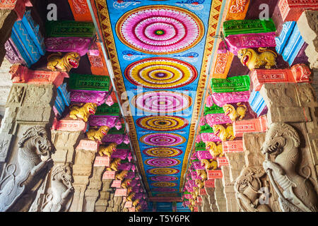 MADURAI, INDIA - MARCH 23, 2012: The thousand pillar hall inside Meenakshi Temple, a historic hindu temple in Madurai city in Tamil Nadu in India - Stock Image