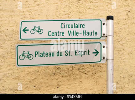 Cycle route signpost within Luxembourg city, Luxembourg, Europe - Stock Image