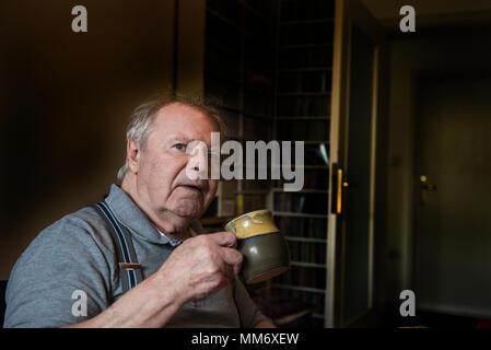 Senior man holding coffee cup - Stock Image