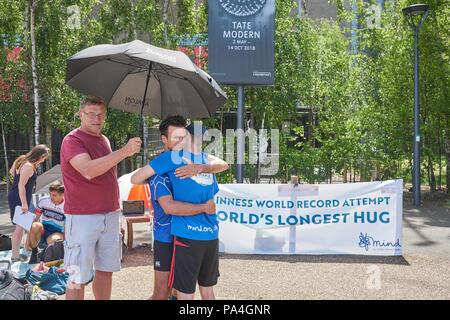 world  record hug  hugging - Stock Image