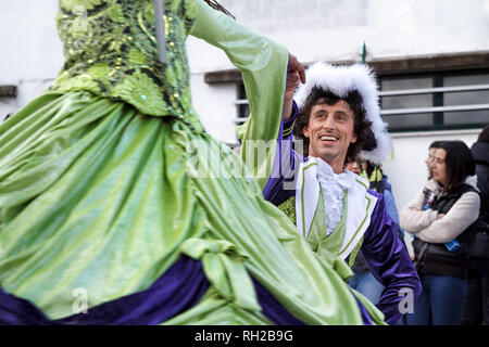 D'Artagnan e os Tres Mosqueteiros King and Queen of the samba school Real Imperatrix performing - Mealhada Carnaval parade, Portugal - Stock Image