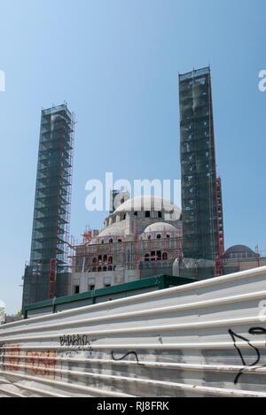 Albanien, Balkanhalbinsel, Südosteuropa, Republik Albanien, Hauptstadt Tirana, Bau einer osmanischen Großmoschee - Stock Image