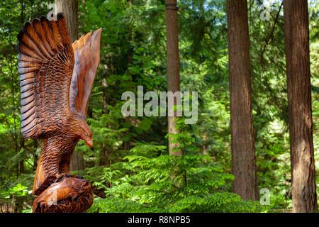 Eagle wood carving, Capilanio Bridge Park, Vancouver - Stock Image