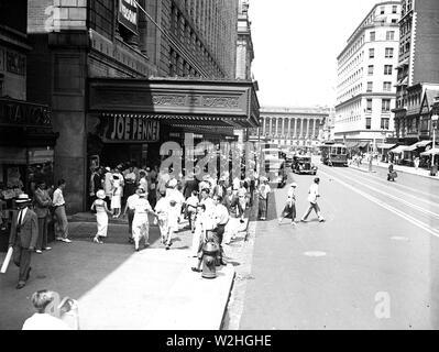 Fox Theater: Joe 'Wanna Buy a Duck' Joe Penner in person. Washington, D.C. ca. June 1934 - Stock Image