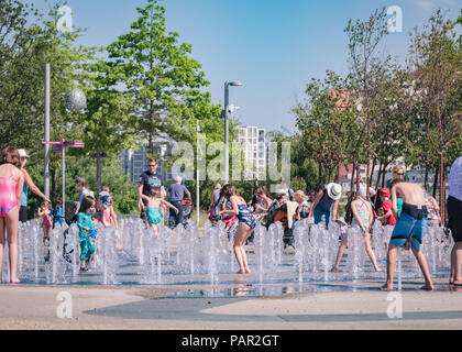 Children playing in the splash fountains at Queen Elizabeth Olympic Park, Stratford, East London, during the summer heatwave of 2018 - Stock Image
