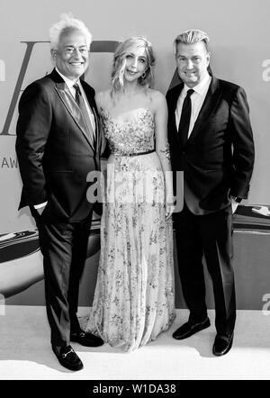 New York, NY - June 03, 2019: Mark Badgley, Heidi Gardner and James Mischka attend 2019 CFDA Fashion Awards at Brooklyn Museum - Stock Image