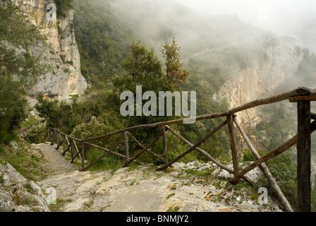 The Sentiero degli Dei (path of the gods) high above the Amalfi Coast, Campania, Italy. - Stock Image
