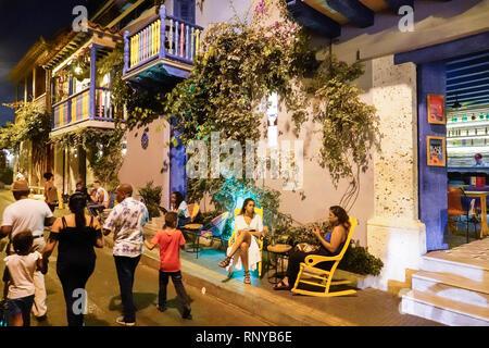Cartagena Colombia Old Walled City Center centre Getsemani night nightlife Hispanic resident residents El Guero Taqueria restaurant bar alfresco woman - Stock Image