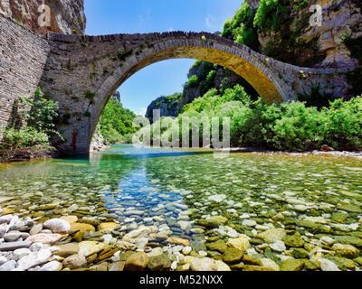 Old ancient Kokkori arched stone bridge Noutsou Zagori at Epiros, Pindos mountains in Greece - Stock Image