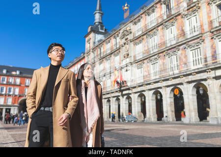 Spain, Madrid, young couple exploring the city - Stock Image