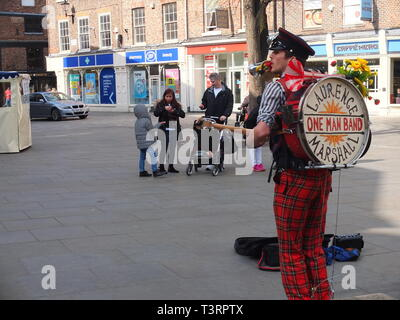 One man band performer Laurence Marshall performing in Kings Square, York, UK - Stock Image