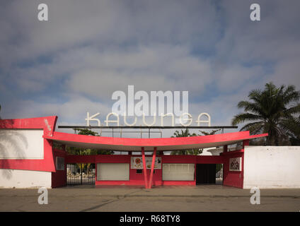 Cine Kalunga, an Art Deco movie theatre turned into a nightclub, Benguela Province, Benguela, Angola - Stock Image