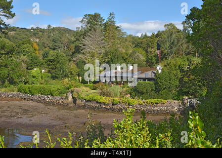 Bungalow on Shore by Bamboo Park Glengarriff Harbour - Stock Image