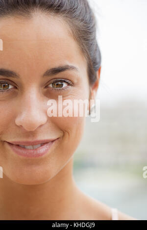 Woman smiling, close-up - Stock Image