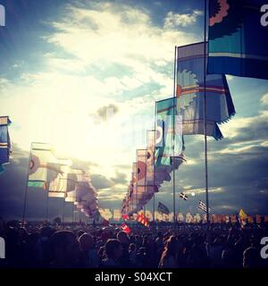 Crowd flags blue sky atmosphere glastonbury festival 2014 - Stock Image