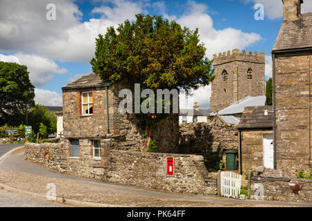 UK, Yorkshire, Horton in Ribblesdale, very small house at edge of St Oswald's churchyard - Stock Image