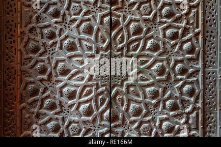 Bronze-plate door ornaments at the mosque of Sultan Hassan decorated with floral and geometric patterns, Cairo, Egypt - Stock Image