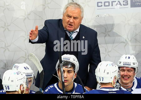 Moscow, Russia. 21st Mar, 2019. MOSCOW, RUSSIA - MARCH 21, 2019: HC Dynamo Moscow's head coach Vladimri Krikunov (back) gestures in Leg 5 of their 2018/19 KHL Western Conference semi-final playoff tie against HC CSKA Moscow, at CSKA Arena. Mikhail Tereshchenko/TASS Credit: ITAR-TASS News Agency/Alamy Live News - Stock Image