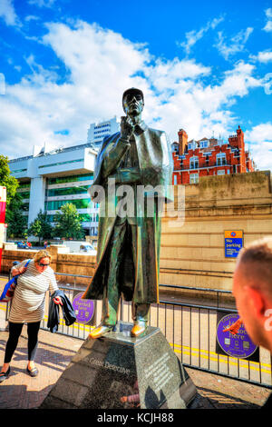 Sherlock Holmes Statue London, Sherlock Holmes bronze Statue, Sherlock Holmes Statue Baker Street London UK England, - Stock Image